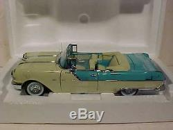 I Love Lucy 1955 Pontiac Star Chief Die-cast Car 118 Sun Star 12 inch Figurines