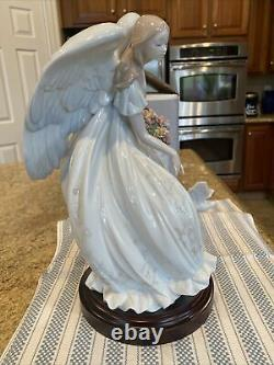 Lladro 1867 Flowers Of Peace Ltd Ed with Wooden Base & Original Box -Mint Conditio
