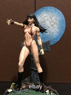 Vintage Vampirella Limited Edition 2001 Statue Figurine
